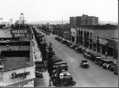 Looking-South-on-Beverly-Dr-from-Santa-Monica-Boulevard-1930s.jpg