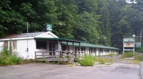 Abandoned_motel_Pond_Eddy_NY.jpg
