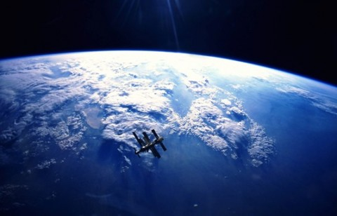 mir-in-orbit-high-above-the-earth-2500x1600.jpg