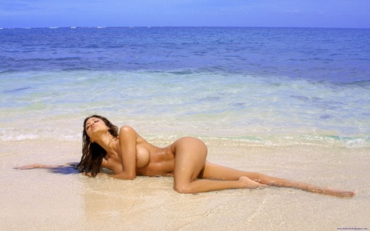 busty_girl_nude_on_a_white_sand_beach.jpg
