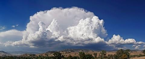 Anvil_shaped_cumulus_panorama_edit_crop.jpg